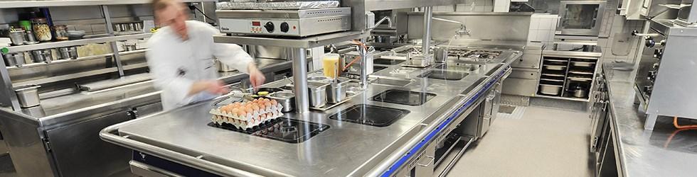 Keukenvloeren die de permanente belasting van het hotel- cateringwezen kunnen weerstaan zijn de norm bij Select Benelux.