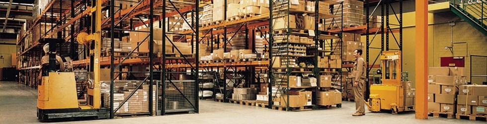 """Omdat vloeren in magazijnen de """"toets der puntbelasting"""" moeten doorstaan, geeft SILIKAL de oplossing aan!"""